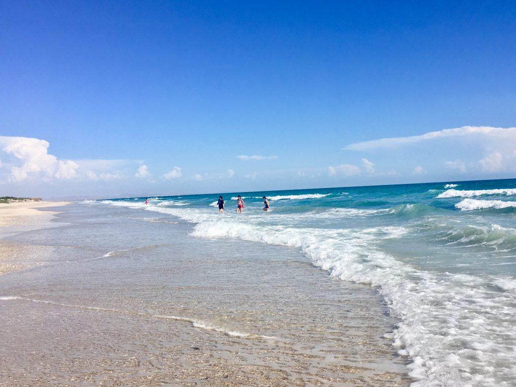 Puerto Penasco beach with very blue water